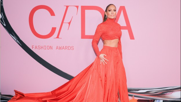 Jennifer Lopez remporte le Fashion Icon Award